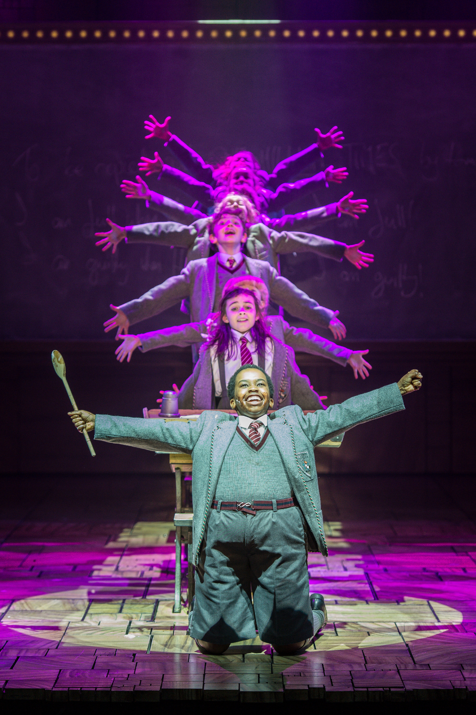 16 - Royal Shakespeare Companys Matilda The Musical. Credit Manuel Harlan.jpg