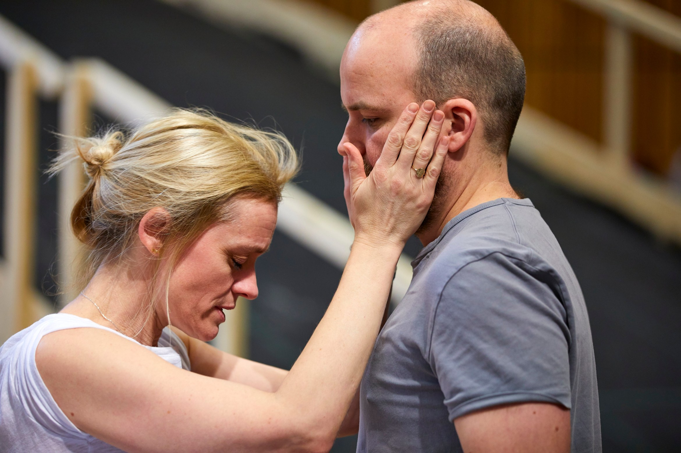 1002-0059 Anne-Marie Duff as Lady Macbeth and Rory Kinnear as Macbeth in rehearsal at the National Theatre (c) Brinkhoff and Moegenburg.JPG
