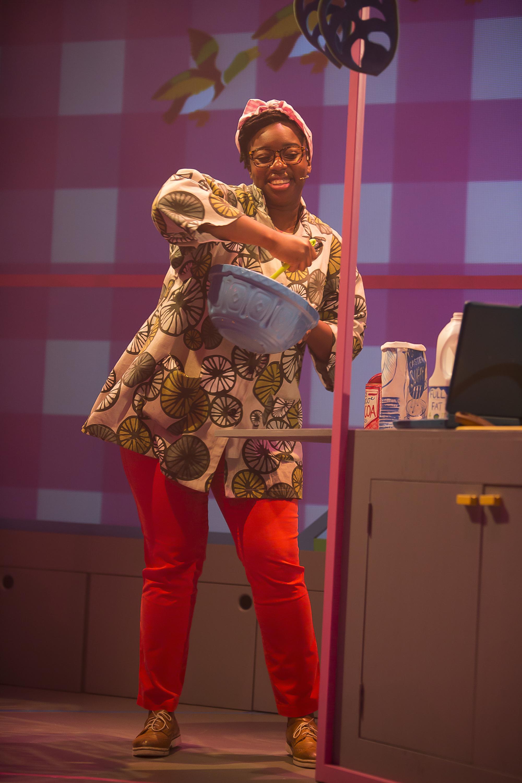 Chocolate Cake at Polka Theatre. Aminita Francis (Teacher, Mum). Credit Ellie Kurttz.JPG